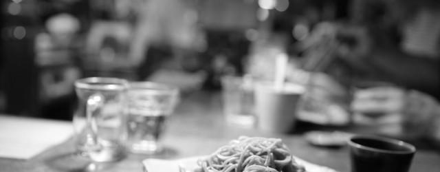 広島「達磨」の高橋さんに、「直伝蕎麦打道場」で特訓後、天真庵で毎年1000人以上の人たちに蕎麦をふるまってきた庵主が、「石臼自家挽き蕎麦」を打ちます。  新作メニュー 「とんさま」 鹿児島の...