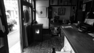 能登と東京の「二股暮らし」の中で生まれたアイデア。 古色蒼然とした天真庵に、未来の「ペレットストーブ」を置く。  天真庵に「ペレットストーブ」を導入し、柱時計の下に設置した。 廃材を粉砕し乾燥させ、小さな塊の木片、まるで...